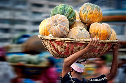Flying Pumpkins at Dhaka Market by Michael Foley | Flickr | CC BY-NC-ND 2.0