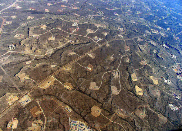 Fracking by Simon Fraser University --University Communications | Flickr | CC BY 2.0The rapid spread of hyrdaulic fracturing contributes to high levels of methane emissions in the US.