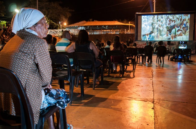 The screenings bring together a wide variety of residents. Photo(CC BY-NC): André Fossati