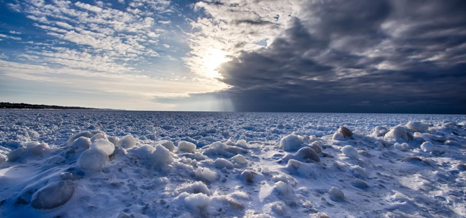 A frozen world by Kamil Dziedzina Photos | Flickr | CC BY-NC-ND 2.0