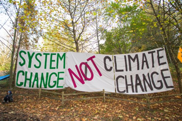 Rally against Kinder Morgan oil pipeline on Burnaby Mountain by  Mark Klotz | Flickr | CC BY 2.0