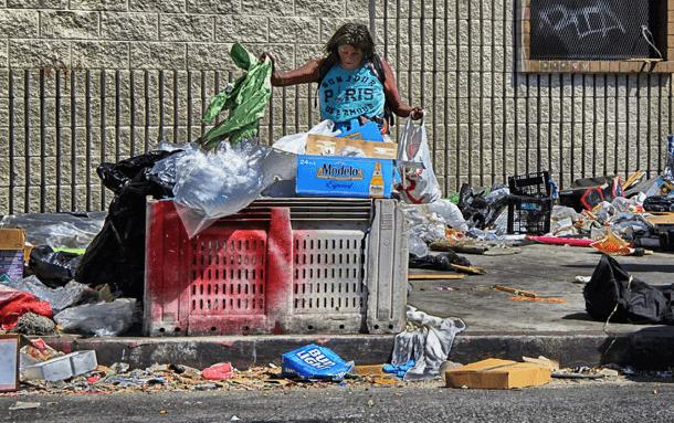 Figure 3. Trash in side walk in Los Angeles