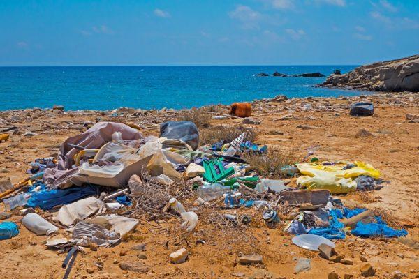 Foto of plastic waste on beach