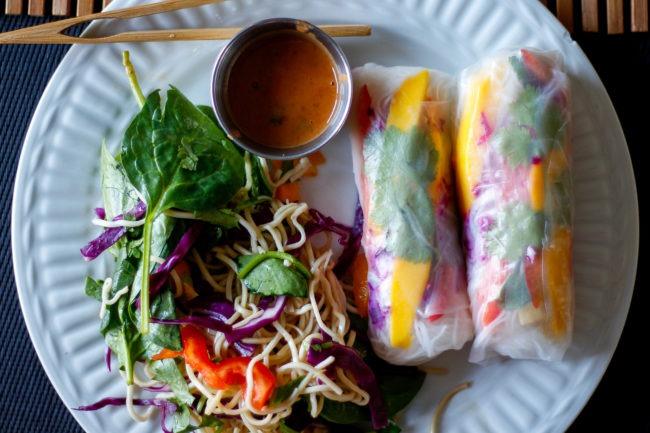 Vegetarian Spring Roll with salad on the side